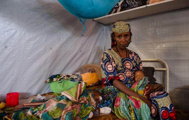 Maimouna Hamadou flygtede fra konflikten i Den Centralafrikanske Republik. Hendes børn har fået lægehjælp af os, da landets sundhedssystem er brudt sammen.