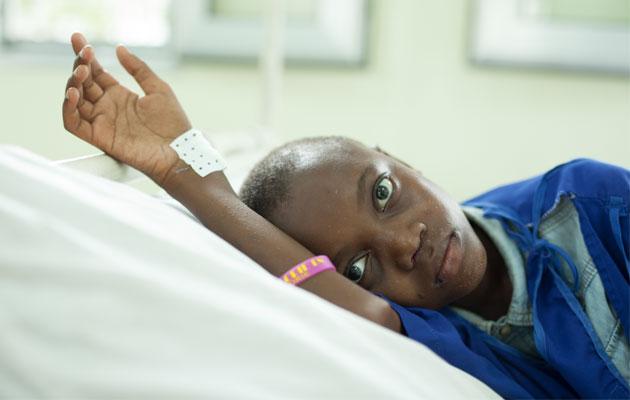 15-årige Fely har fået lægehjælp, da han lider af sygdommen aids i Den Demokratiske Republik Congo.