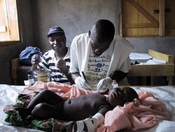783_Camp meningitis family conflict war children.jpg